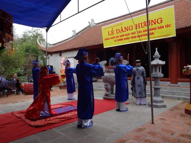 DÂNG HƯƠNG TƯỞNG NIỆM 585 NGÀY MẤT  TẢ TƯỚNG QUỐC TRẦN NGUYÊN HÃN